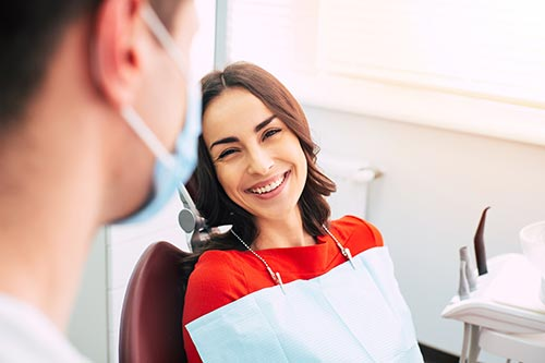 smiling-woman-at-the-dentist
